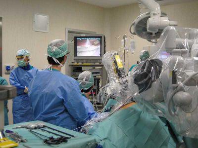 Chirurghi all'opera. La robotica è sempre più impiegata in sala operatoria