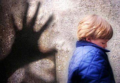 il cyberbullismo e la pedofilia sono fenomeni in crescita con l'avvento del web